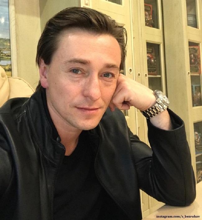 Сергей Безруков приучает детей к труду