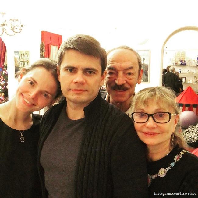 Елизавета Боярская с родителями и братом