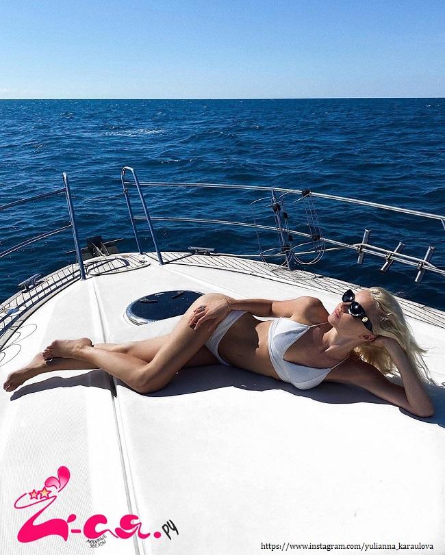 Юлианна Караулова в купальнике