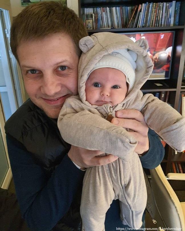 Борис Корчевников с младенцем