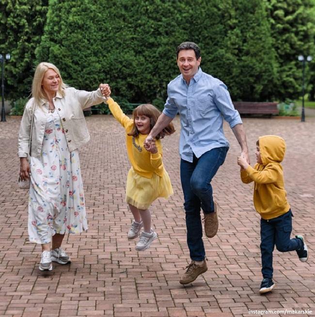 Виктория и Антон Макарские с детьми