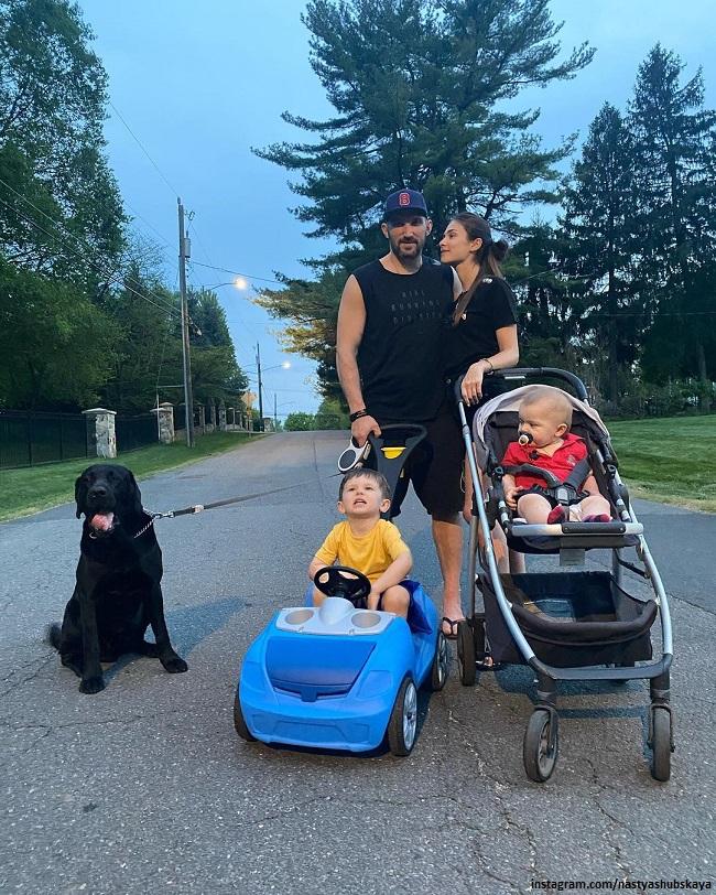Александр Овечкин с женой и сыновьями
