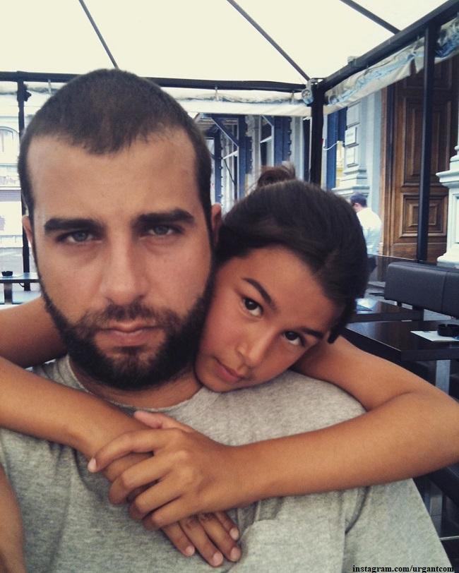 Иван Ургант и его супруга встретились со старшей дочкой после долгой разлуки
