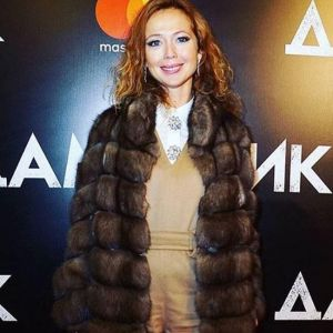 Подробнее: Елена Захарова показала плоский животик