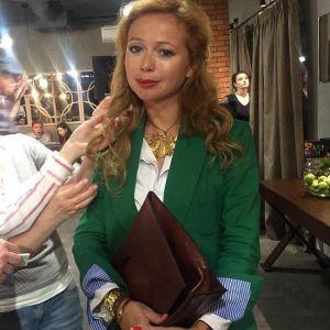 Подробнее: Елена Захарова беременна, подозревают поклонники