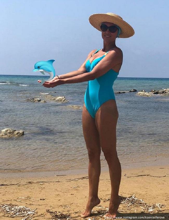 Ксения Алферова в купальнике