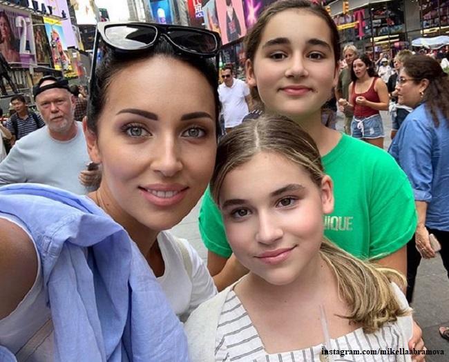 Алсу с дочерьми Микеллой и Сафиной