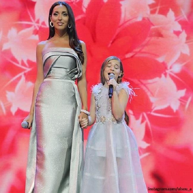 Певица Алсу с дочерью