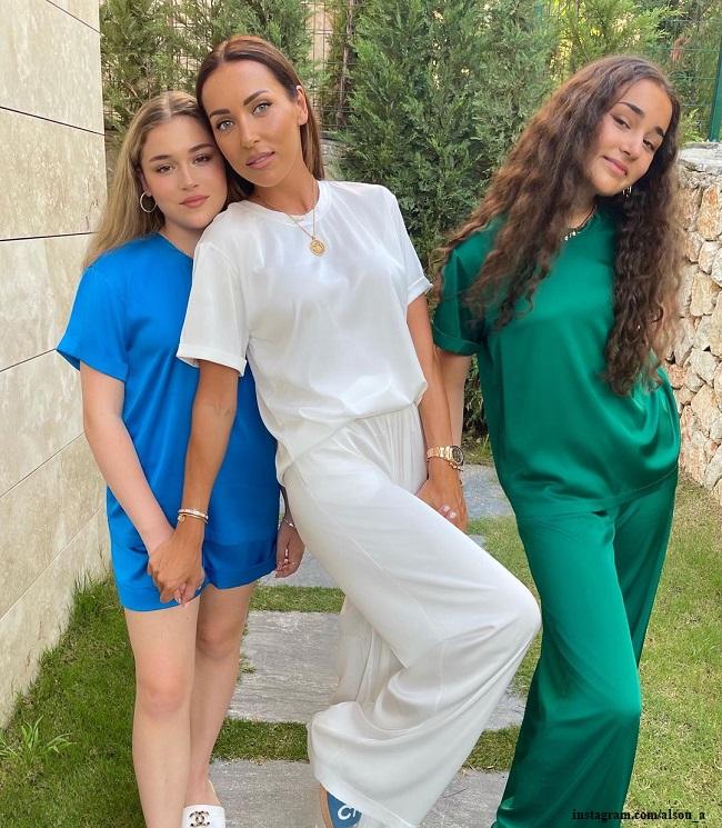Алсу с дочерьми