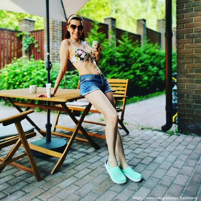 Наталья Антонова в купальнике