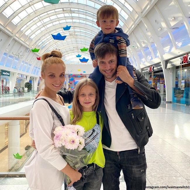 Татьяна Арнтгольц и Иван Жидков с дочерью Машей и сыном Степаном от Лилии Соловьевой