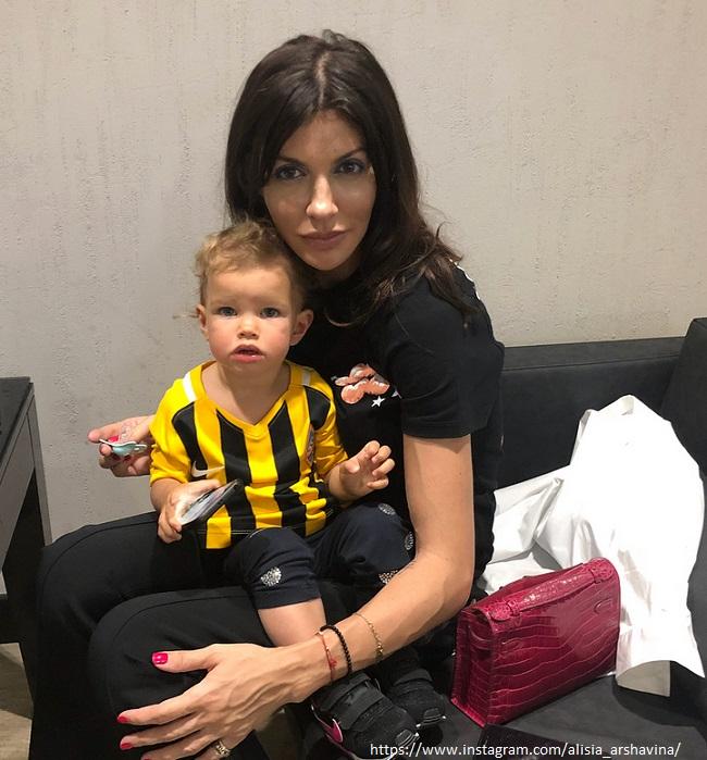 Алиса Аршавина с дочкой