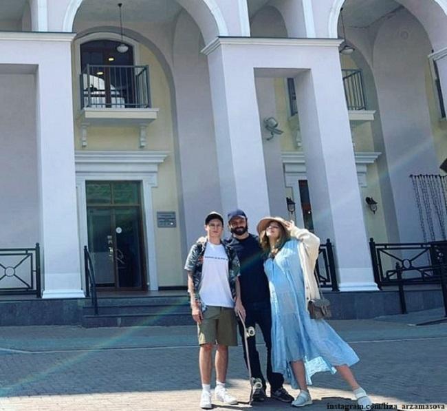 Лиза Арзамасова  и Илья Авербух с сыном Мартином
