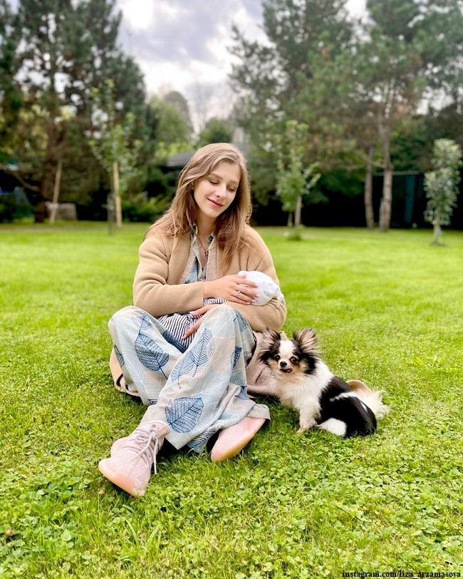 Лиза Арзамасова с сыном Левой