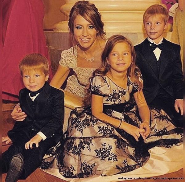 Julia Baranovskaya with children