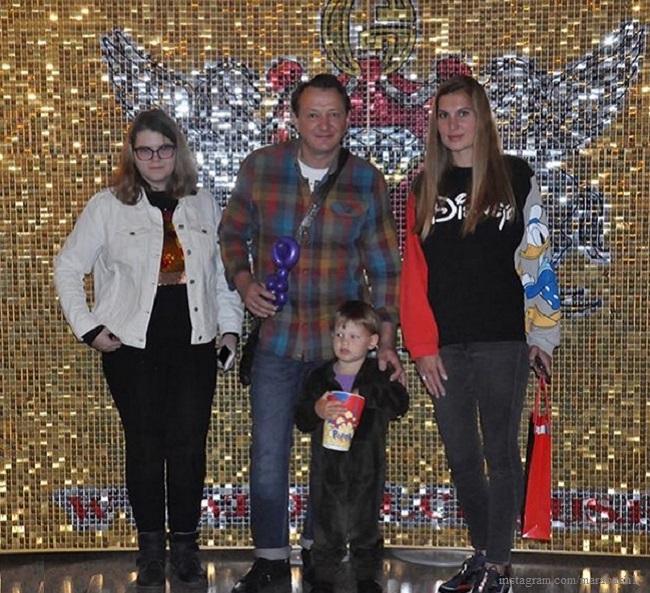 Марат Башаров с женой и сыном сходили в цырк