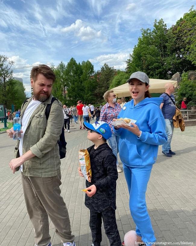 Эвелина Бледанс с бывшим мужем и сыном
