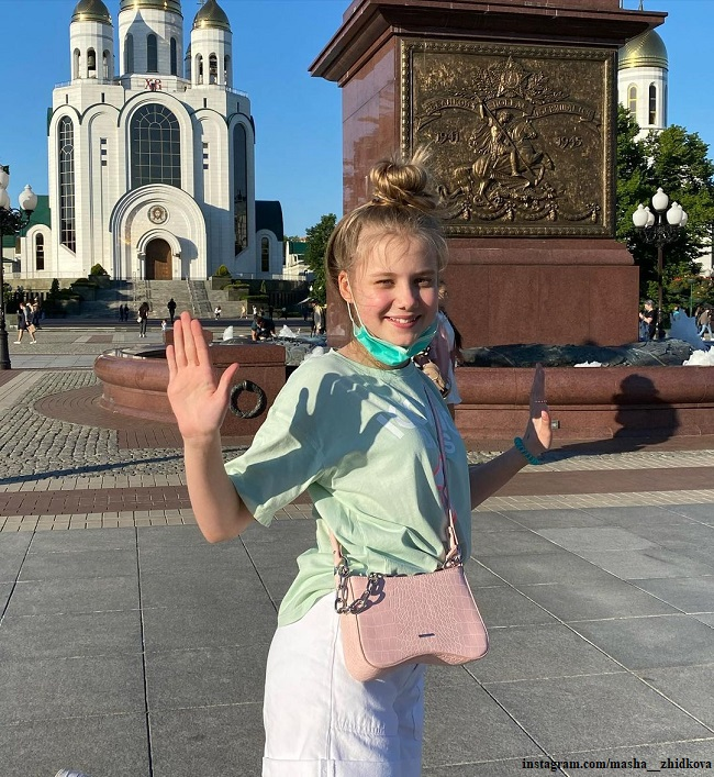 Маша Жидкова гуляет по Калининграду