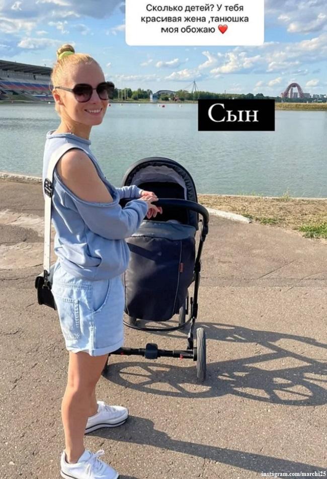 Татьяна Арнтгольц на прогулке с сыном Данилой