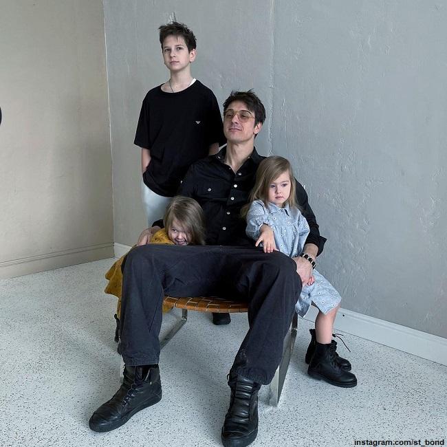 Станислав Бондаренко с сыном и дочерьми