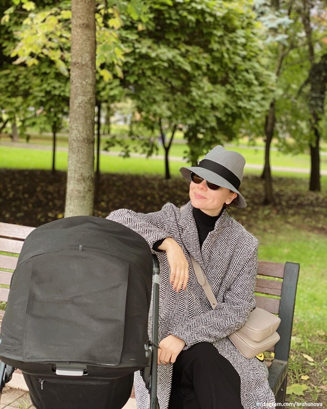 Татьяна Брухунова гуляет с сыном