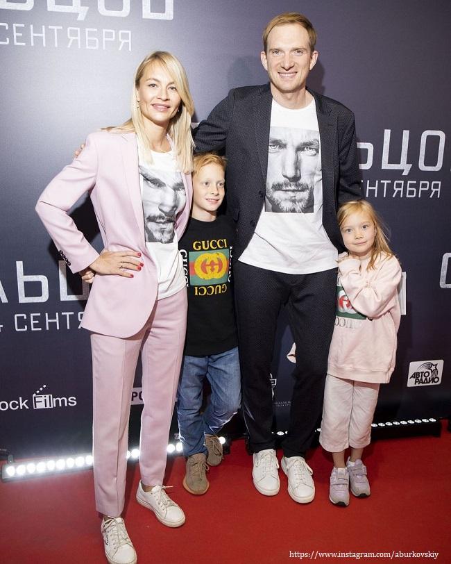 Андрей Бурковский с семьей