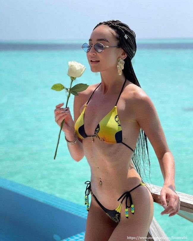Ольга Бузова в желтом купальнике