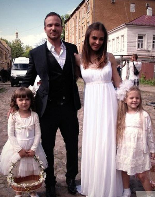 Алексей чадов с женой и сыном фото ямочка
