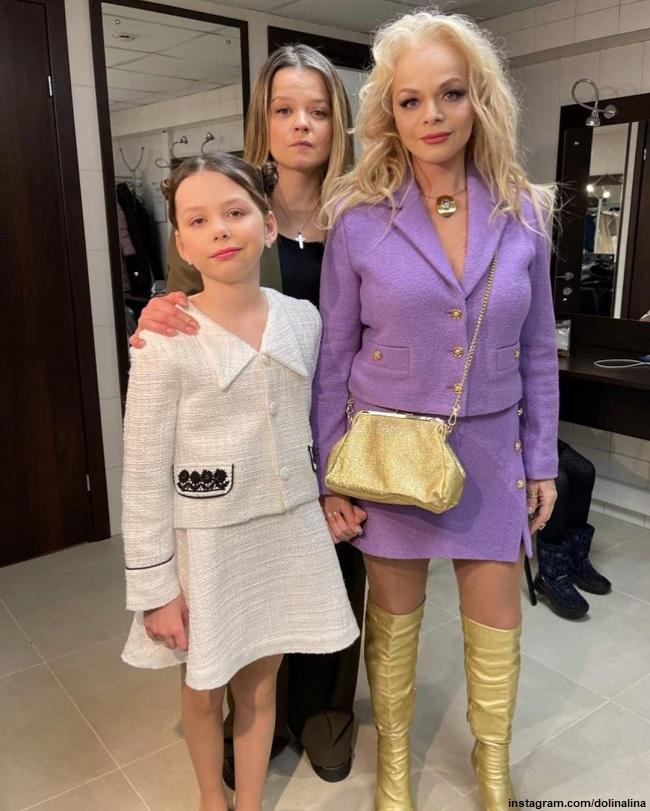 Лариса Долина с дочерью и внучкой