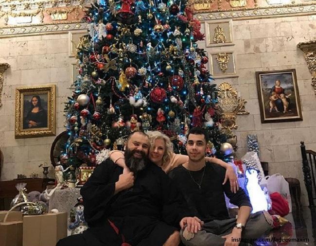 Максим Фадеев с женой Натальей и сыном Саввой