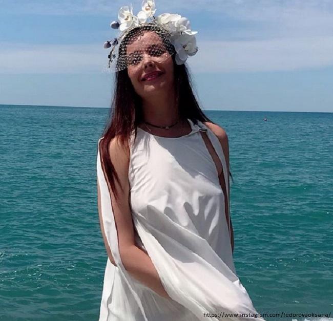 Оксана Федорова в свадебном платье без нижнего белья