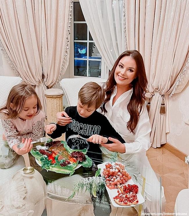 Оксана Федорова с детьми Федей и Лизой