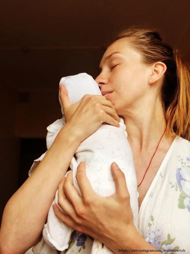 Валерия Федорович с новорожденным
