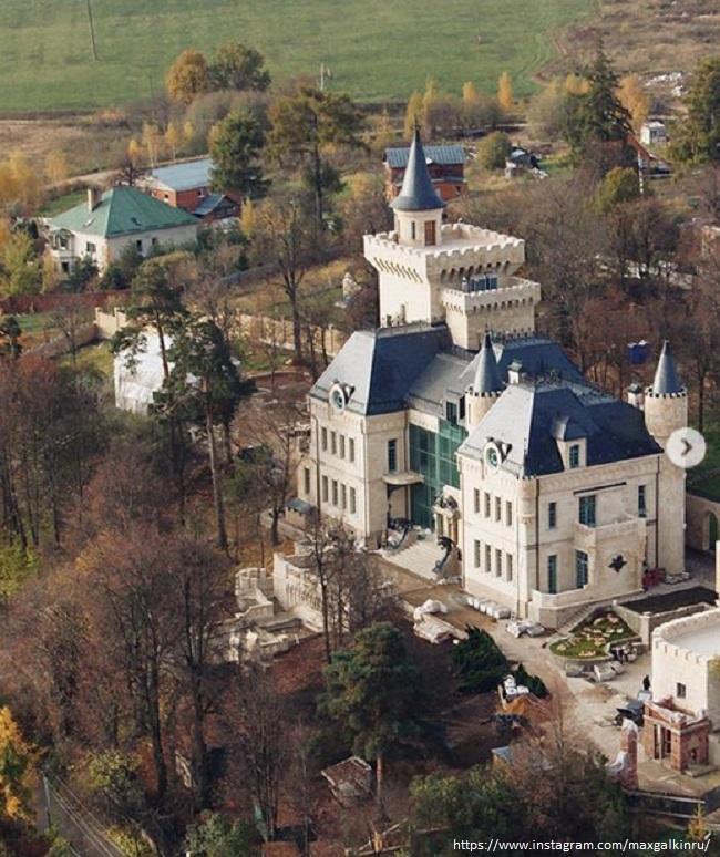 Замок Макаксима Галкина