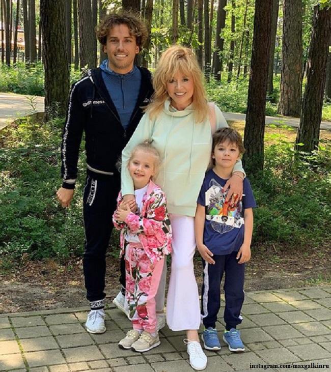 Максим Галкин и Алла Пугачева с детьми Лизой и Гарри