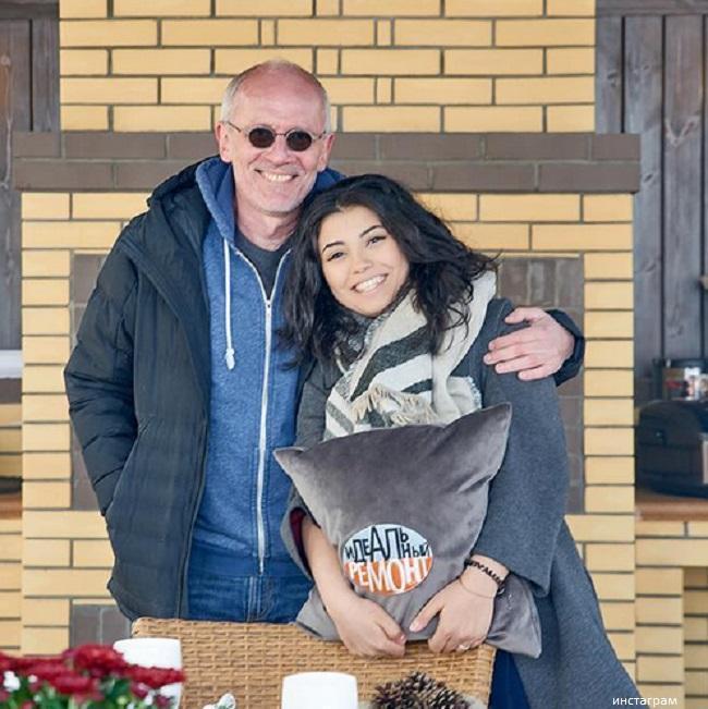 Александр Гордон с женой