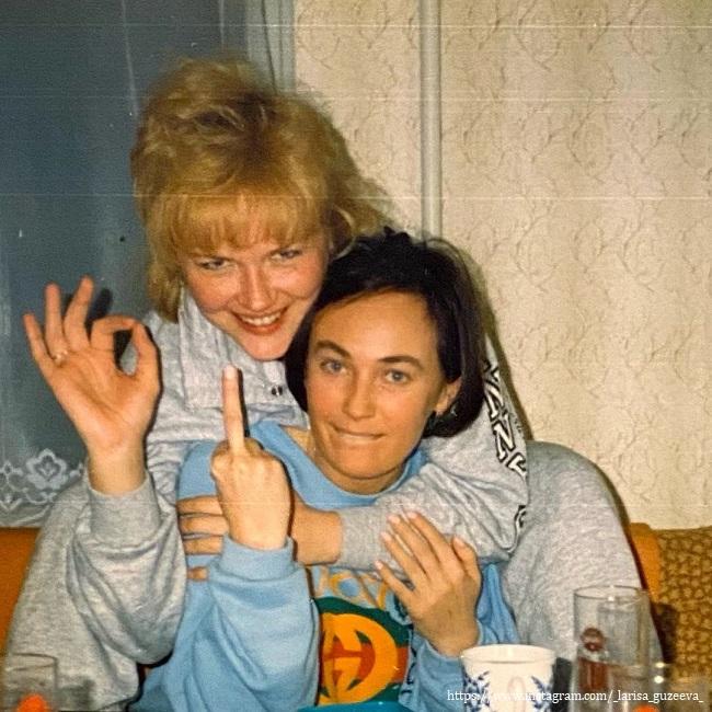 Лариса Гузеева с подругой