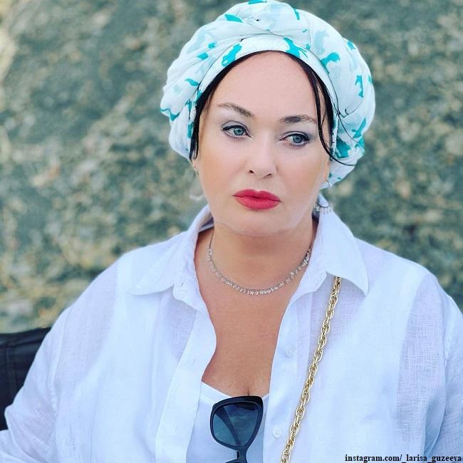 Лариса Гузеева играет роль токсичной мамы