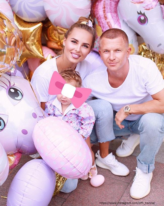 Певица Ханна с мужем и дочерью