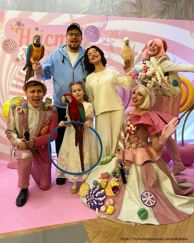 Garik Kharlamov with his daughter and ex-wife