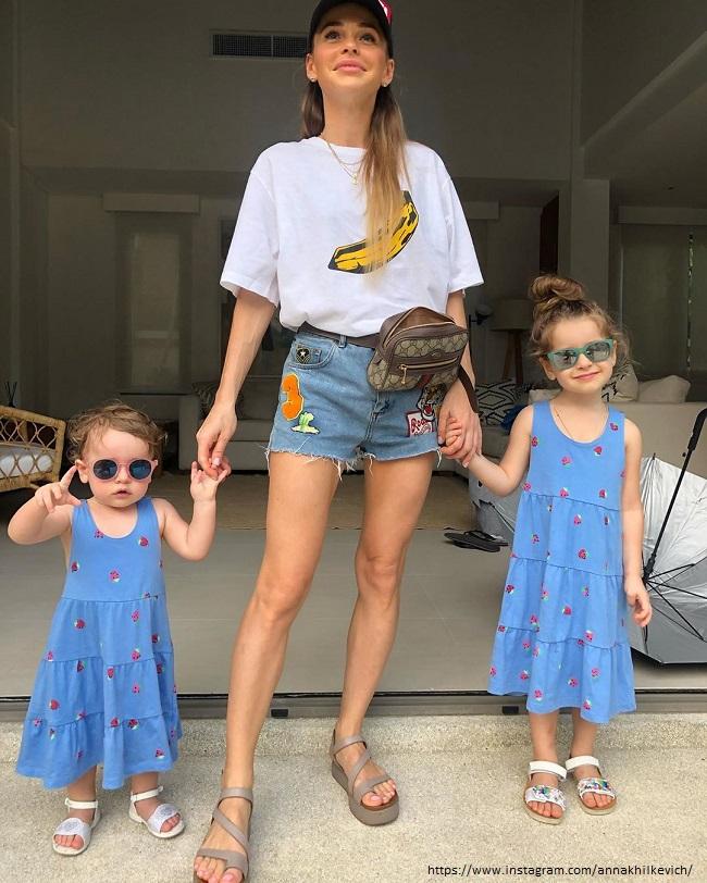 Анна Хилькевич с дочками