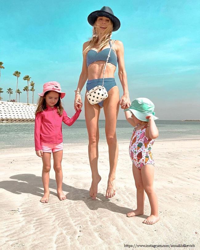 Anna Khilkevich with children