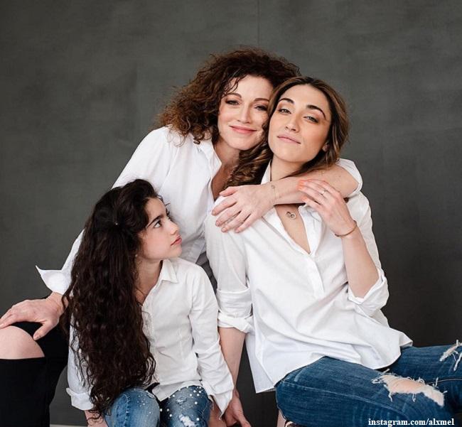 Алена Хмельницкая с дочерьми