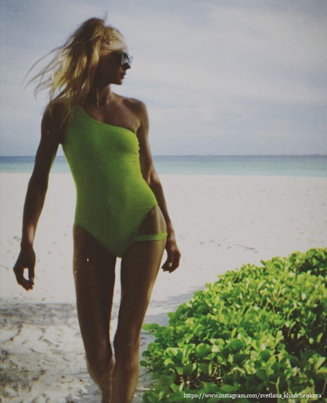 Светлана Ходченкова в купальнике