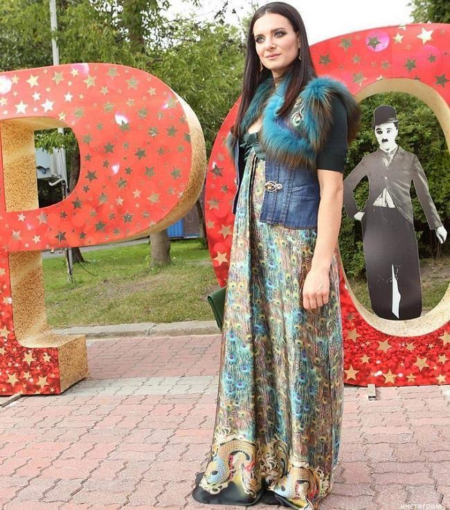 Елена Исинбаева больше не скрывает вторую беременность