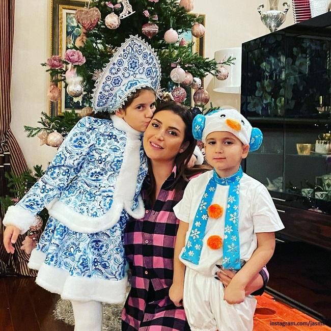 Певица Жасмин с дочерью Маргаритой и сыном Мироном