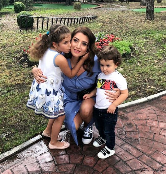 Певица Жасмин с детьми