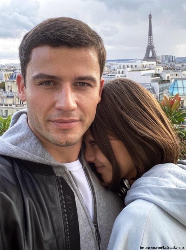Алеся Кафельникова с мужем в Париже
