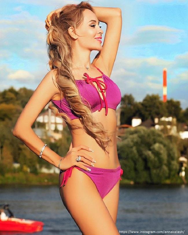 Анна Калашникова в бикини