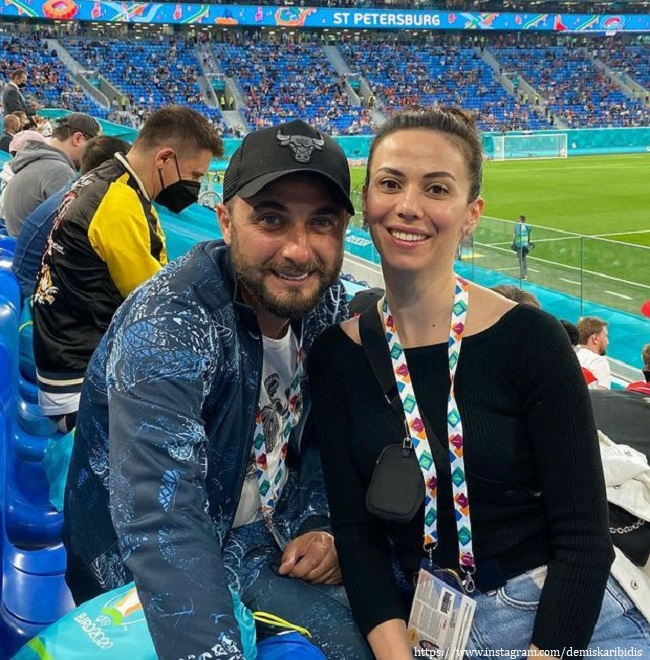 Демис Карибидис с женой